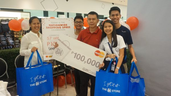 Orson Sargado is the lucky winner of the P100,000 Shopping Spree of SM Store in SM City Davao. Here he is together with his wife and three teenage kids beaming with joy after the Shopping Spree.
