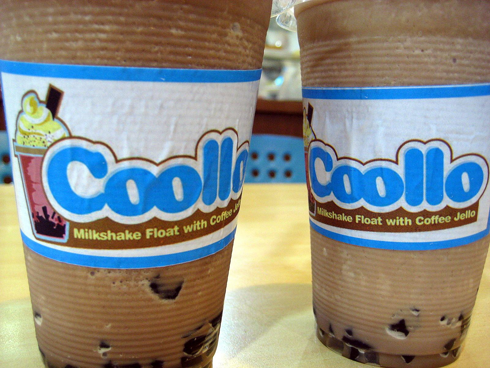Coollo refreshing milkshake flavors: Dutch Choco and English Chocovanilla