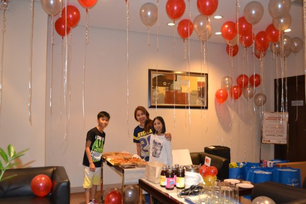 Pascua receives a surprise party at the SM Prestige Lounge in SM Lanang Premier.