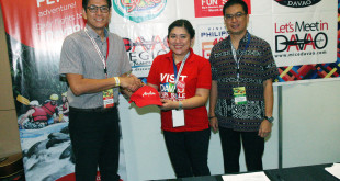 (L-R) Philippines AirAsia Commercial Head, Gerard Peñaflor; Visit Davao Fun Sales (VDFS) Vice Chair Fides Bernabe; and Department of Tourism (DOT) Region XI Director Roberto Alabado III at the signing ceremony held recently at the Mall of Asia SMX Convention Center, Pasay City. (photo by Ben Briones)