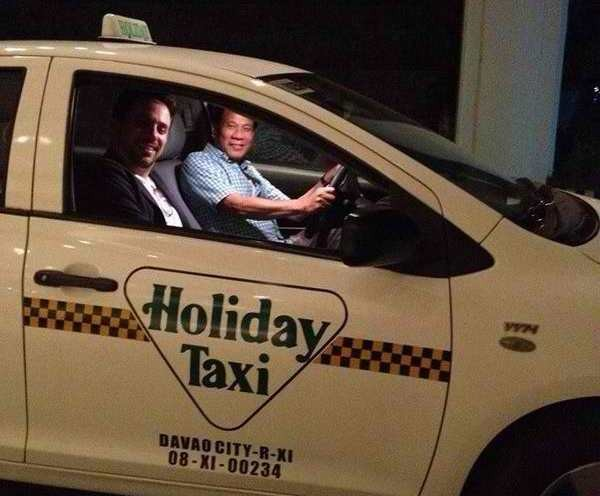 Duterte prowls the night... on a taxi! [Image source: PinoyNewsCrunch]