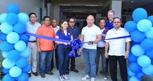 Globe President & CEO Ernest Cu (2nd from right) and Davao City chairman of the Association of Barangay Captains and Councilor January Duterte (3rd from left) lead the opening of the power feed equipment site of the SEA-US cable landing facility located in Barangay Talomo, Davao City.