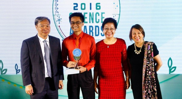 Joselv Albano receives Best in Applied Research award at the 2016 BPI-DOST Science Awards. Also in picture: BPI Executive Vice-President Ramon Jocson, DOST-SEI Director Dr. Josette Biyo, and BPI Foundation Executive Director Faye Corcuera.