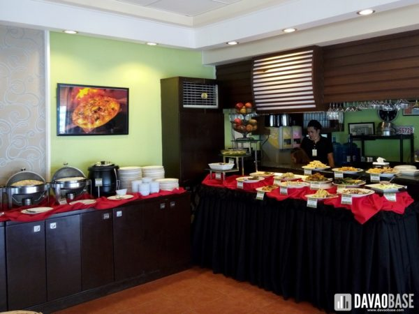 zabs-buffet-restaurant-food-tables